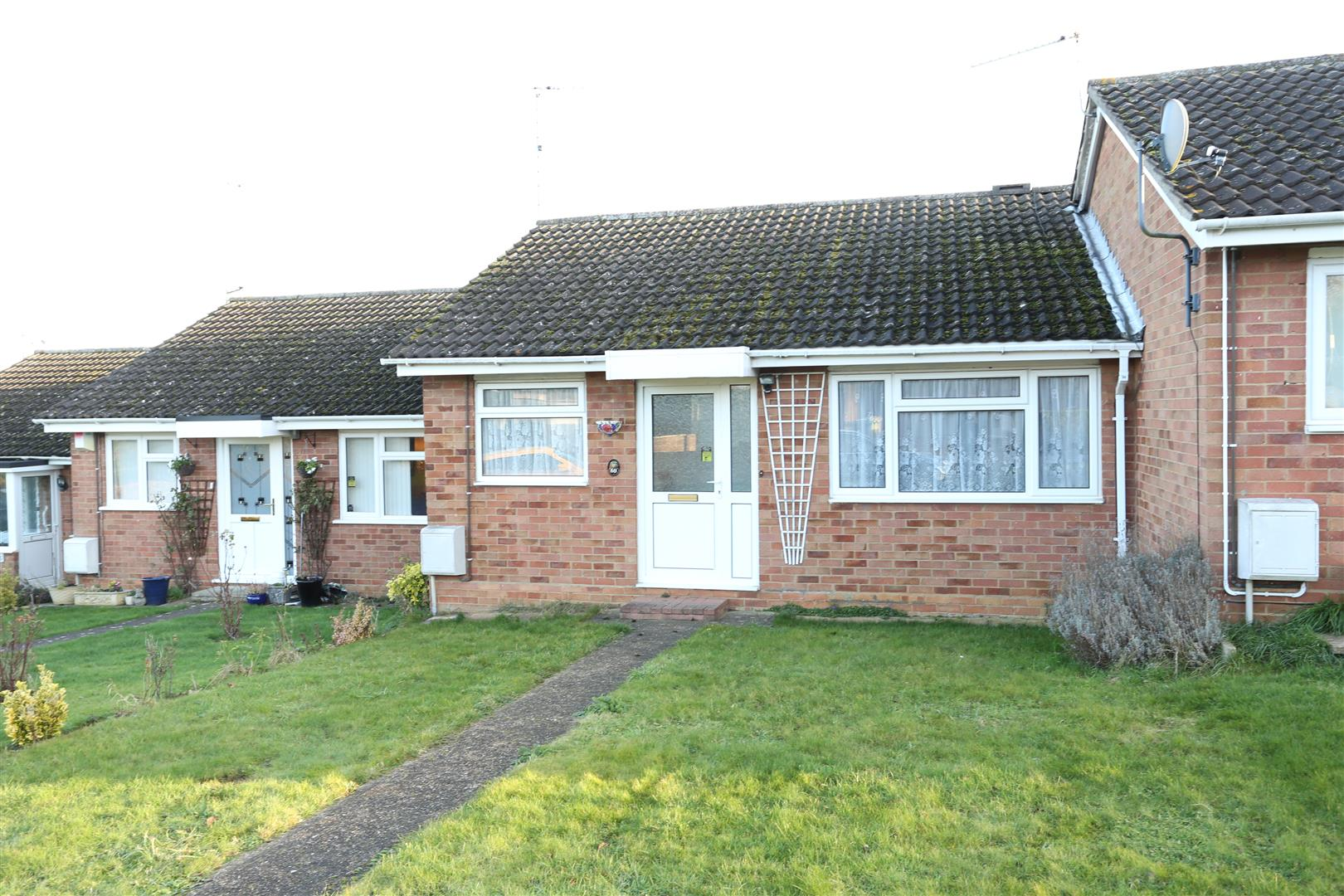 2 Bedrooms Terraced House for sale in Roche Way, Wellingborough